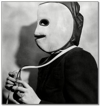 Процедура красоты 1930г.